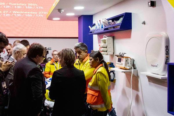 Simulación de una ambulancia en el Mobile World Congress para explicar las aplicaciones de la tecnología 5G a este ámbito