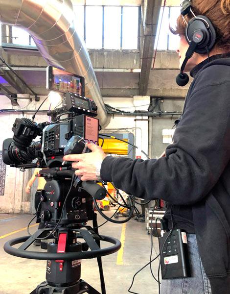 Operario de cámara con el sistema laON de Broadcast Solutions
