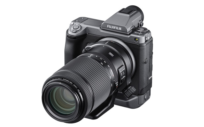 Cámara Fujifilm GFX 100 con un objetivo 100-200mm