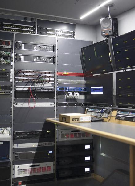 Equipamiento que se encuentra en el interior de las unidades móviles de Mediapro