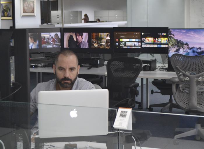 Trabajador-en-las-oficinas-de-blim