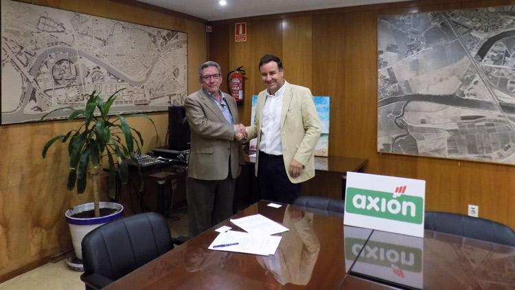 Representantes de Axión y del Ayuntamiento de Sevilla firman un acuerdo