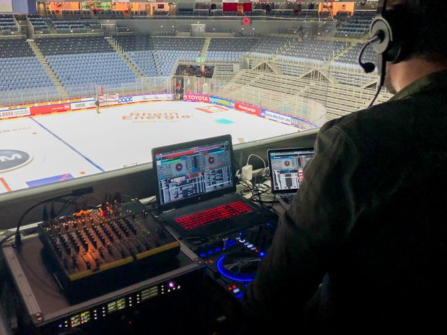 Sala de control del Lanxess Arena con tecnología de Riedel