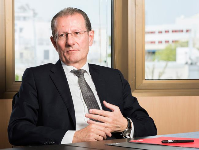 Jorge Potti, Vicepresidente de la Comisión de Espacio de TEDAE, sentado en sus oficinas
