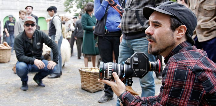Koldo Serra durante el rodaje de la serie caminantes