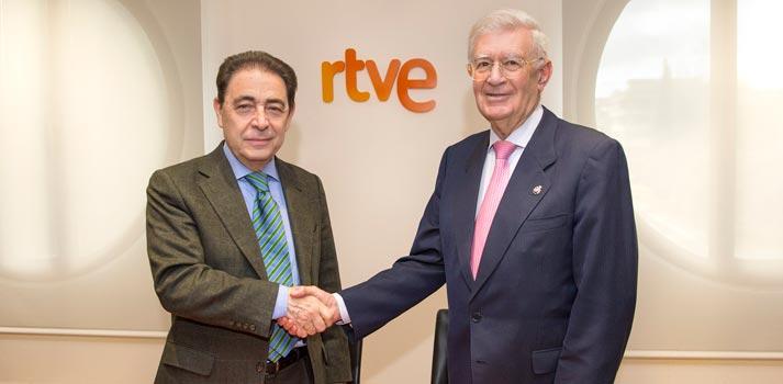Acto de firma del convenio entre RTVE y la Real Academia de Ingeniería (Federico Montero y Antonio Colino)