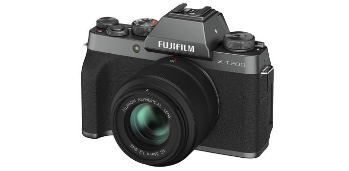 Vista en perspectiva de la cámara Fujifilm X-T200