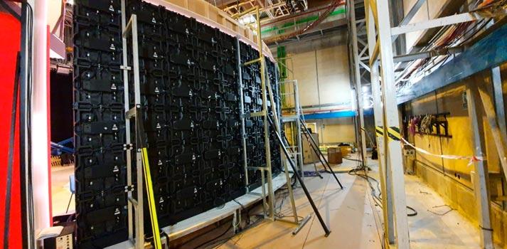 Paneles LED instalados en un plato de TVE por Datos Media, visión técnica trasera