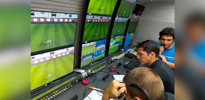 Unidad móvil de Mediapro gestionando VAR en Paraguay