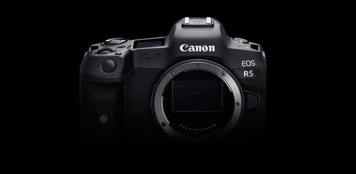 Vista frontal de la cámara EOS R5